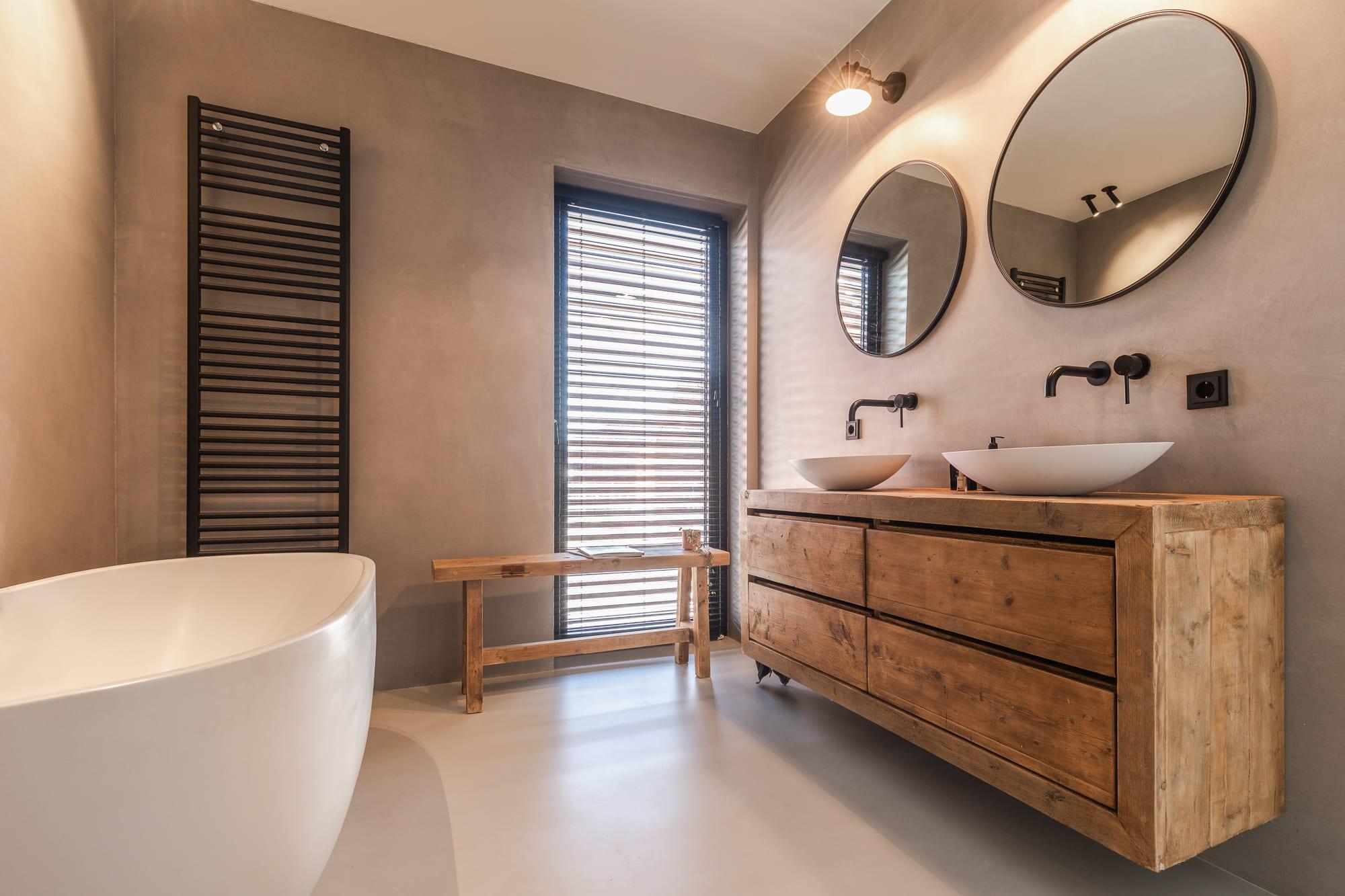 Badkamer betonstuc wanden en nis Veenendaal Ecobouwen 3